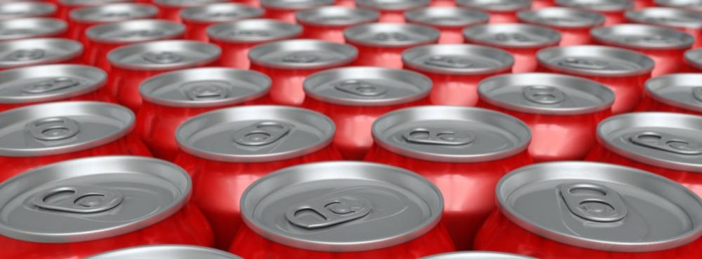 """Adolescentes britânicos consomem por ano o equivalente a """"uma banheira"""" de refrigerantes"""