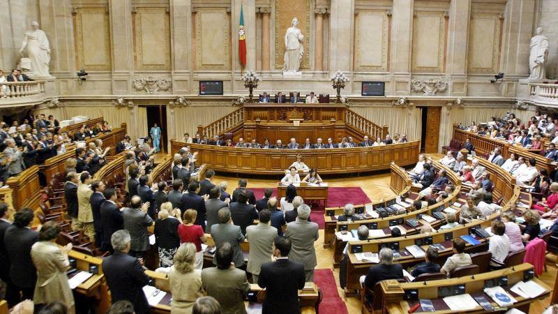 Parlamento aprova abertura de concurso para médicos recém-especialistas