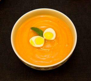 Sopa de chuchu e hortelã