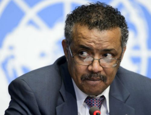 """Mundo """"está à beira de fracasso moral catastrófico"""", diz OMS"""