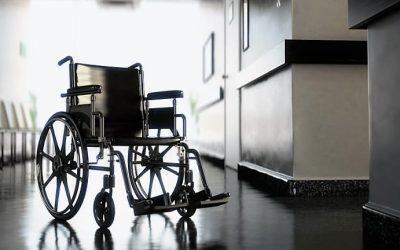 Implante elétrico na coluna permite a três paraplégicos voltar a andar, mas com ajuda