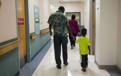 Pais podem acompanhar filhos no bloco operatório durante anestesia e no recobro