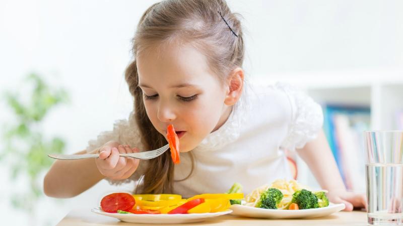 Profissionais dão dicas a crianças, pais e colaboradores para alimentação equilibrada