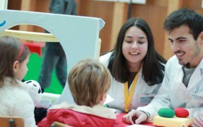 """""""Hospital dos Bonequinhos"""" desmistifica cuidados de saúde junto de crianças"""