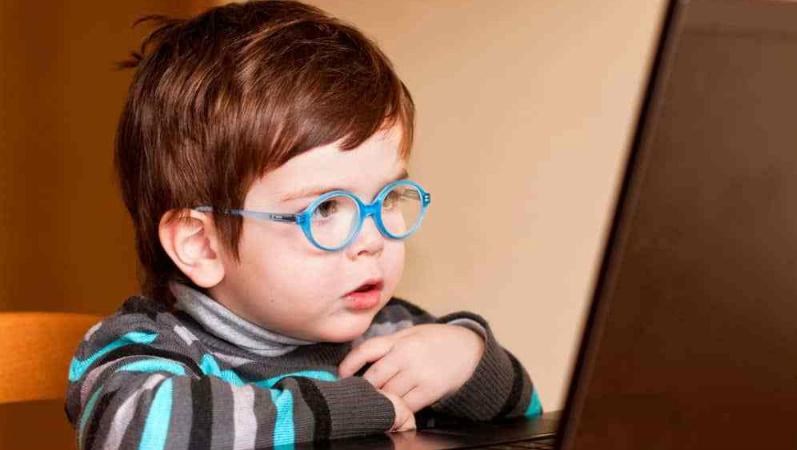 """""""Lente de contacto especial"""" reduziu progressão de miopia em crianças"""