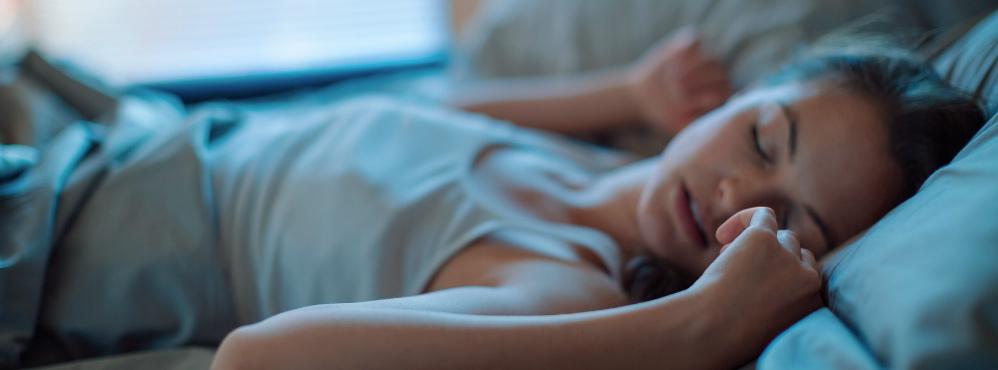Cientistas defendem que 'dormir como uma pedra' potencia 'limpeza' do cérebro