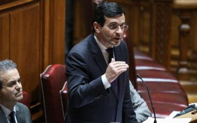 """Ministro da Saúde sente-se """"mais ministro que nunca"""" e nega estar cativo das Finanças"""