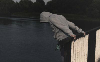 Linha de prevenção do suicídio precisa de voluntários para assegurar atendimento