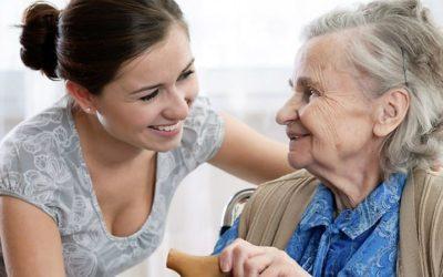 Alunos da UMinho prestam cuidados de saúde a idosos que vivem isolados