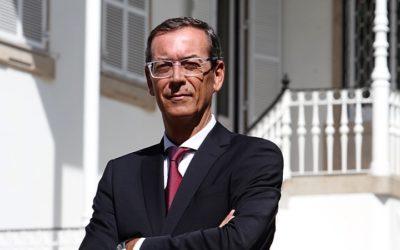 Bastonário acusa Centeno de empurrar médicos para fora do SNS