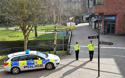 Polícia britânica diz que 131 pessoas foram expostas ao agente neurotóxico que envenenou ex-espião russo