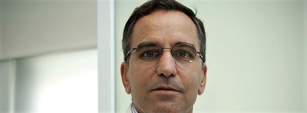 """Prof. Paulo Oom: """"Não vacinar é enterrar a cabeça na areia"""""""