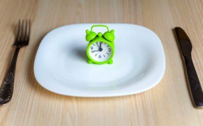 Estudo feito por cientistas do MIT sugere que fazer jejum pode ajudar a combater problemas intestinais