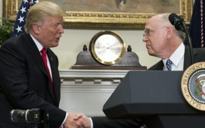 Trump agradece à Novartis e à Pfizer pela decisão de não aumentarem preços dos medicamentos