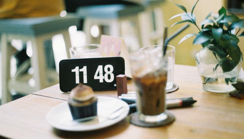 Horários das refeições e do sono podem ter efeitos no risco dos cancros de mama e próstata