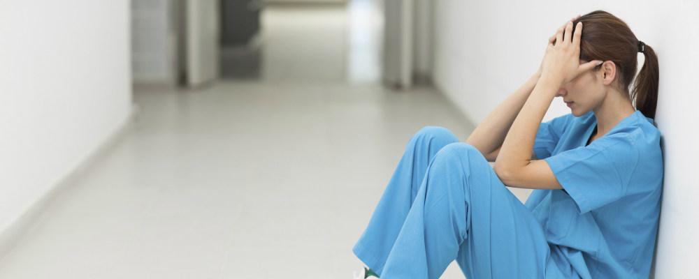 2321 enfermeiros ponderam sair do país em busca de melhores condições de trabalho