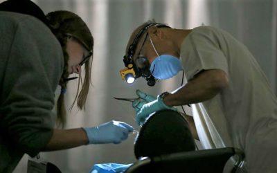 Governo quer criar cheque-dentista para reclusos