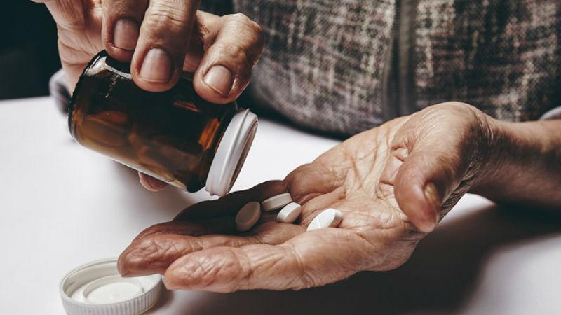 Afinal, os idosos não devem tomar uma aspirina por dia