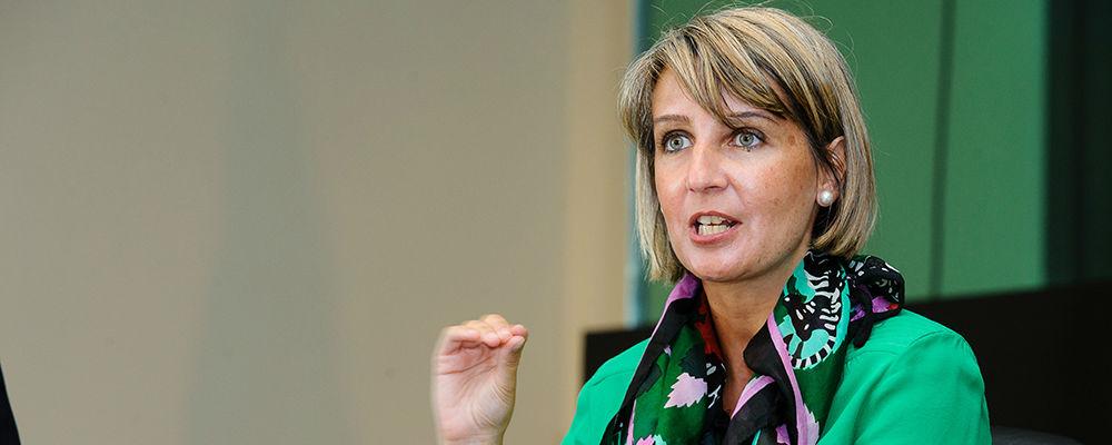 """Ministra da Saúde diz que telefonar para SNS 24 é a """"melhor alternativa"""" às urgências"""