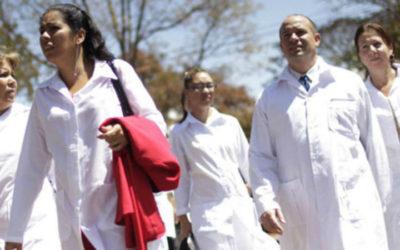 Mais de 8.300 médicos começam hoje a deixar o Brasil
