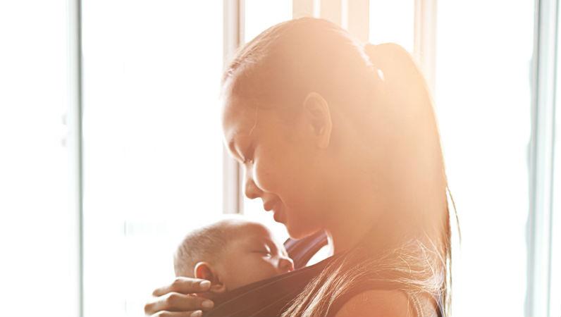 Mulheres que cantam para os seus filhos têm uma relação mãe-bebé mais saudável