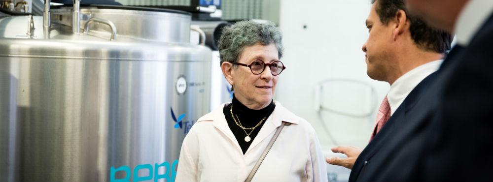 """Entrevista Dr.ª Joanne Kutzberg: """"Foram feitos mais de 45 mil transplantes de sangue do cordão em 35 anos"""""""