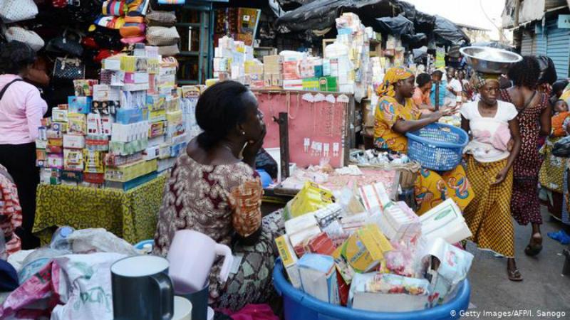 Moçambique: Medicamentos vendidos no meio da rua ameaçam saúde da população