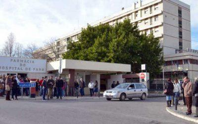 Meia centena de pessoas manifestou-se à porta de hospital de Faro