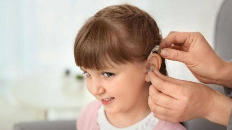 Infecção por citomegalovírus aumenta o risco de perda auditiva nos bebés