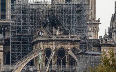 Remoção de chumbo disperso pelo incêndio de Notre-Dame vai ser demorada