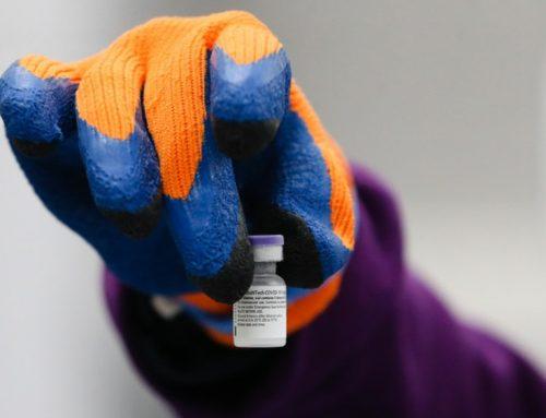 Vacina da Moderna eficaz contra novas variantes, garante a empresa
