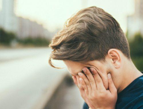Tempo frente aos ecrãs causa queixas de visão e dor de cabeça
