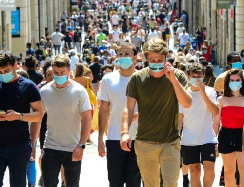 Pandemia provoca queda de um ano na esperança de vida nos EUA