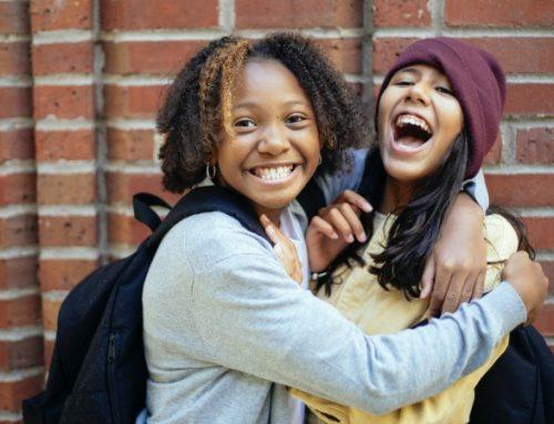 Crianças hispânicas e negras têm maior probabilidade de ter a síndrome inflamatória multissistémica